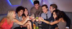 Hacer una cena diferente con los compañeros e trabajo puede convertirse en una buena idea para disfrutar de una manera original