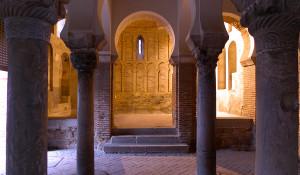 El interior de la mezquita construida en 999 bajo el Califato de Córdoba