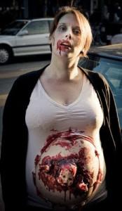 La madre perfecta para una noche de terror embarazoso