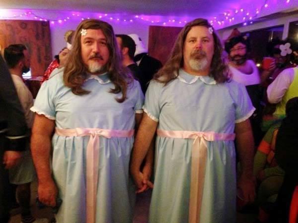 Unas gemelas muy tiernas para una noche de mucho miedo